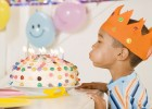 Boy blowing the candles of a cake | Recurso educativo 769341